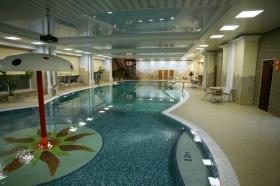 Релаксирующий бассейн с гидромассажем